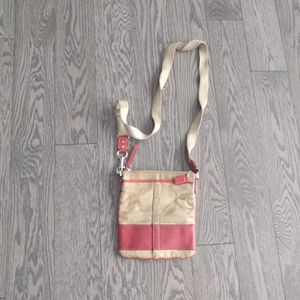 Small crossbody bag by Coach 🌸🌸🌸🍀
